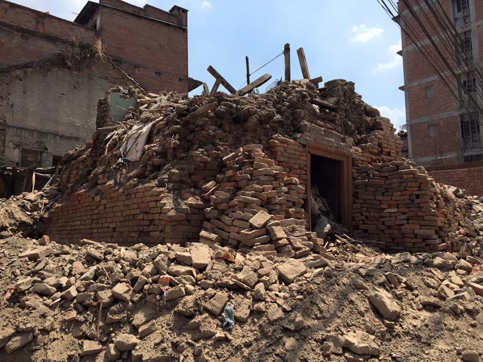 粉々になった寺院は数知れず。